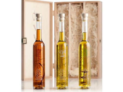 Tre Olivoljor i Trälåda